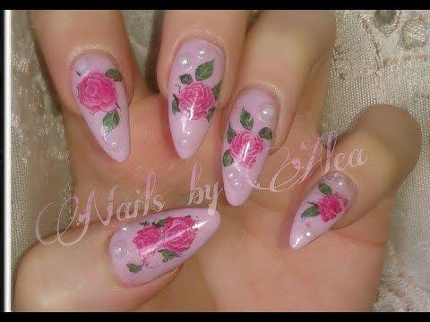 unghie decorate con tatuaggi