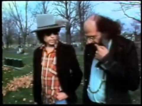 Allen Ginsberg y Bob Dylan en la tumba de Kerouac Subtitulado