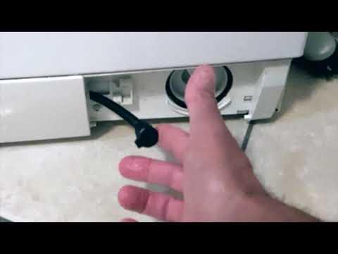 Come svuotare il cestello della lavatrice quando non scarica l'acqua
