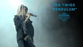 "Nonton FKA twigs Performs ""Pendulum"" 
