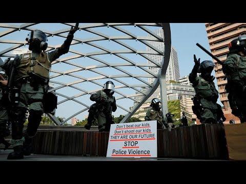 Χονγκ Κονγκ: Nέες συγκρούσεις διαδηλωτών και αστυνομίας…