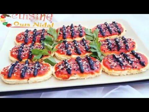 فيديو قطع pain de mie بصلصة الطماطم الحارة و الزيتون الأسود