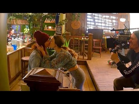 """Wynonna Earp - Inside the episode l 4x03 """"Look at Them Beans"""""""