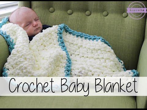 una calda coperta per neonato lavorata all'uncinetto