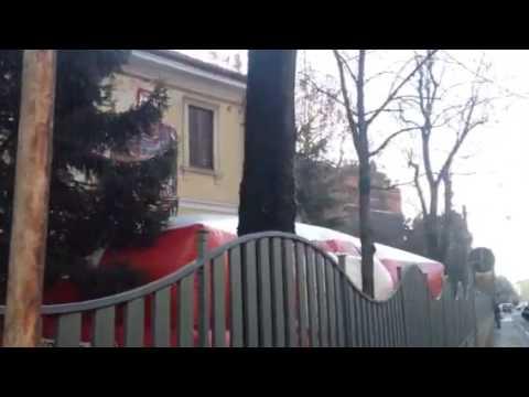 Sgomberato edificio a Saronno. Due ragazzi sul tetto