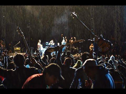 Imagenes de amor - Bajo Sueños canción  ESTA NOCHE en vivo (tour nada de amor 20 aniversario)