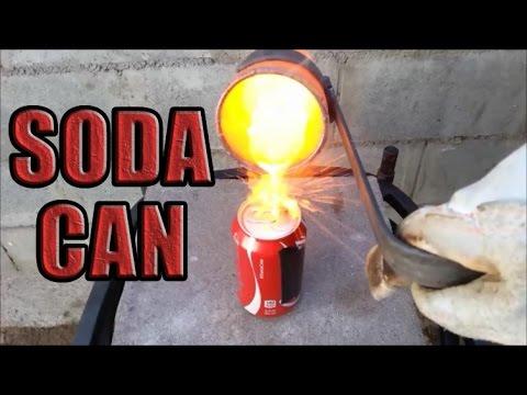 男子用滾燙的銅水淋在未開罐的可樂上...結果最後簡直災難片現場!