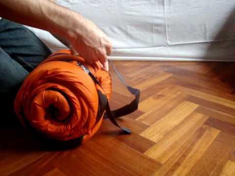 Como doblar y guardar la bolsa de dormir - SoloMochila