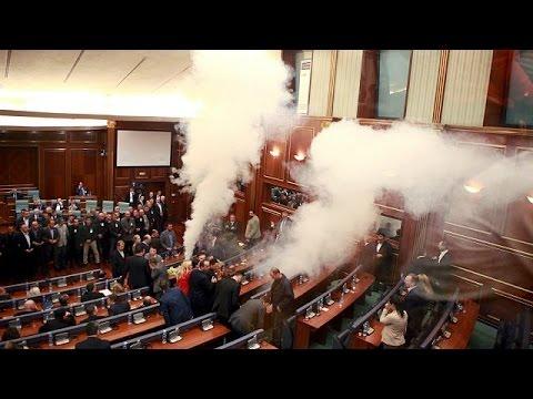 Κόσοβο: Ξανά δακρυγόνα στο Κοινοβούλιο