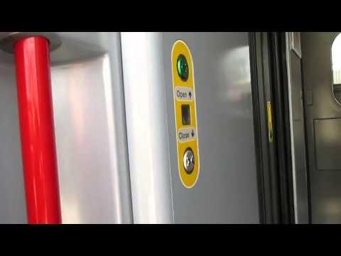 Opening & Closing Class 390 Pendolino Doors