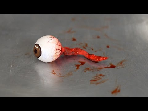 EYEBALL FALLS OUT! (видео)
