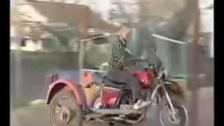 Вижте какво прави този ИДИОТ!