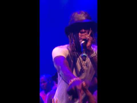 Young Thug - About the Money (Live)