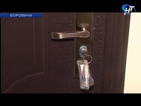 В Боровичах вручили ключи от новых квартир