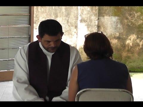 CATÓLICOS PARTICIPAM DE CONFISSÃO COMUNITÁRIA NA PARÓQUIA   SAGRADA  FAMILIA  EM  MOCOCA
