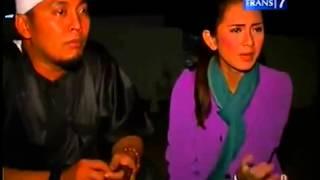 Video DUA DUNIA - Pesugihan Keraton Pulomas Cantigi Wetan - Indramayu - Full (19 Des 2012) MP3, 3GP, MP4, WEBM, AVI, FLV September 2018