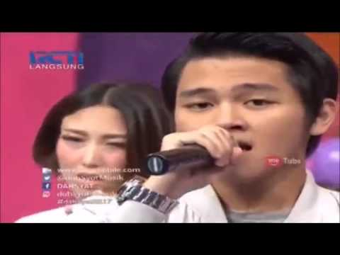 Aldy Maldini and Salshabilla Adriani at Dahsyat