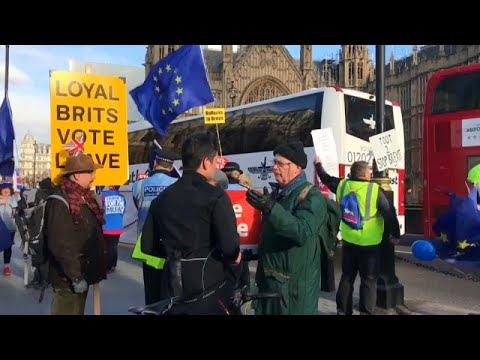 Brexit: Αρνητικές οι αντιδράσεις στην νέα πρόταση Μέι