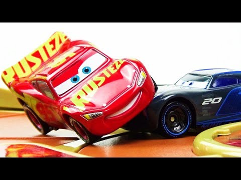 Lightning McQueen VS Jackson Storm Race Battle! Disney Cars 3 toys Videos for kids