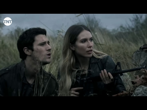 Falling Skies 5.01 (Clip 'Barn Explosion')