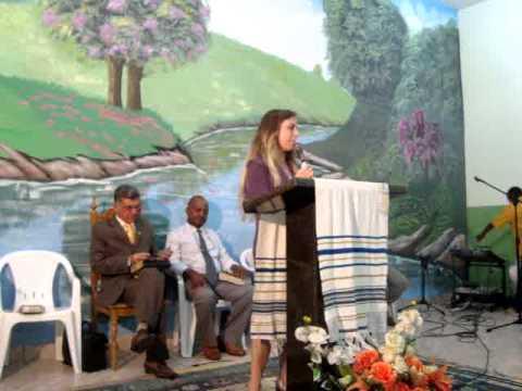 Missionária Carina ministrando na Inaururação do Templo do Alto do Bela Vista em Cachu