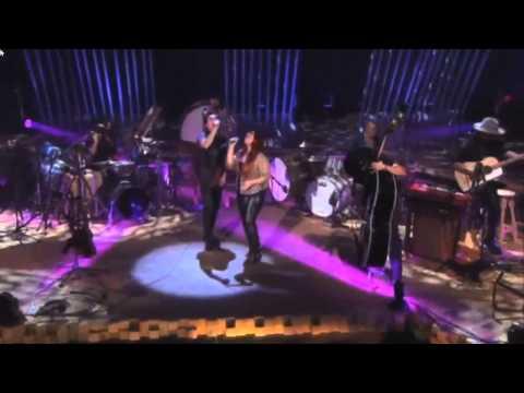 Kinky - A Donde Van Los Muertos ft. Carla Morrison