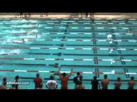Úgy úszik, mint egy delfin