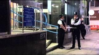 İngiltere'de sosyal paylaşım sitesi Facebook üzerinden kundaklama olaylarını teşvik ettikleri gerekçesiyle iki kişiye 4'er yıl hapis cezası verildi. Jordan B...