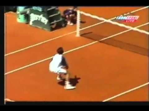 Young & talented Roger Federer at the 1999 Grand Slam Match