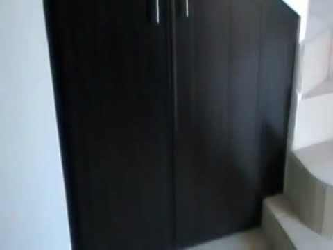 Escaleras espacios reducidos videos videos for Escaleras con puertas abajo