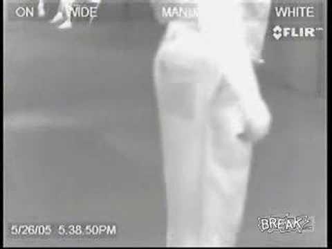 偷放屁被機場紅外線攝影機錄下,濃濃黑煙從屁股噴出!