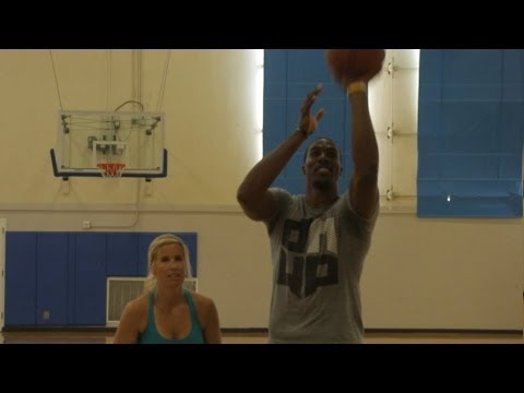 Dwight Howard Loses a Free Throw Contest to Someone You Wouldn't Expect