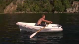 Hallo Wassersportfreunde! Hier ein interessantes Bootsvideo zum Thema Boote, Ruderboote, Segelboote - oder eben alles in einem. Alles in Englisch, aber ich ...
