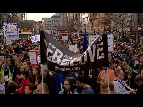 Immer noch keine Regierung: Tschechen demonstrieren