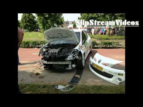 Holandia: Clio R3 uderza w słup (kibic miał dużo szczęścia)