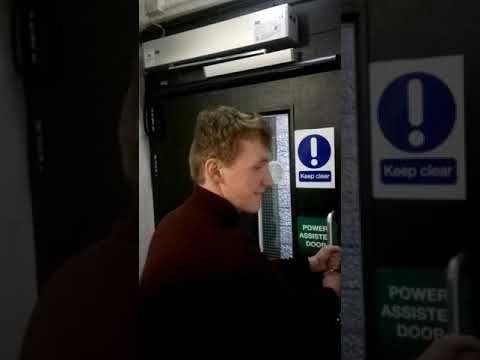 Tämä ovi pitää ihme ääntä – Kuin joku huutaisi