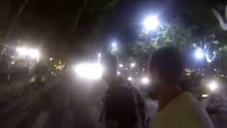 Cruzar una ancha calle en Hanoi y salir vivos