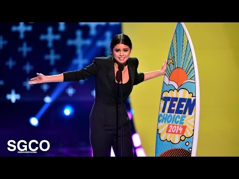 Selena Gomez - Aceptando el Ultimate Choice Award en los (Teen Choice Awards 2014)