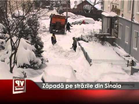 Zăpadă pe străzile din Sinaia