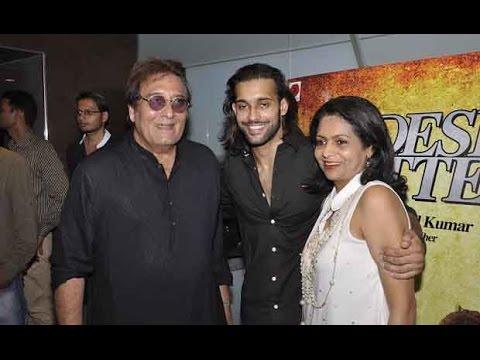 Vinod Khanna At Screening Of Movie Desi Kattey