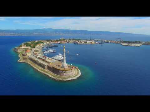 messina: il porto e la madonnina visti da un drone. immagini mozzafiato.