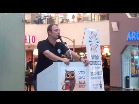 Kfir lecturing at Dizengoff Center Mall in TLV, as part of 