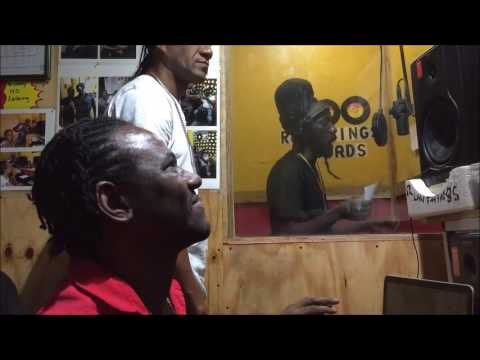 Sizzla   Voicing  Hod on Firm Dub  For DJ Edgie  Recorded by Wayne Lonesome (видео)