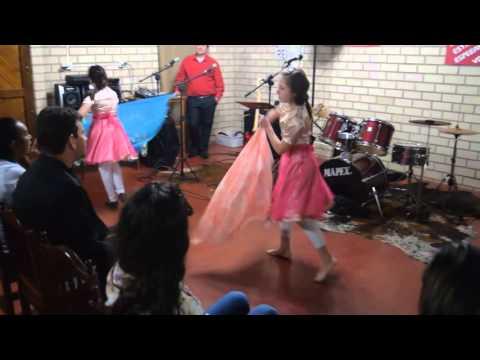 Ministério de dança no culto da campanha do IDE em Imigrante-RS