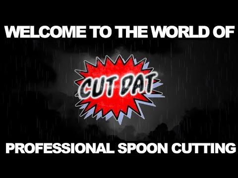 Come tagliare alimenti col cucchiaio. Male.