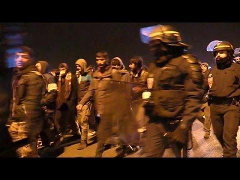Γαλλία: Επεισόδια με μετανάστες που προσπάθησαν να επιβιβαστούν παράνομα στα πλοία για Ντόβερ
