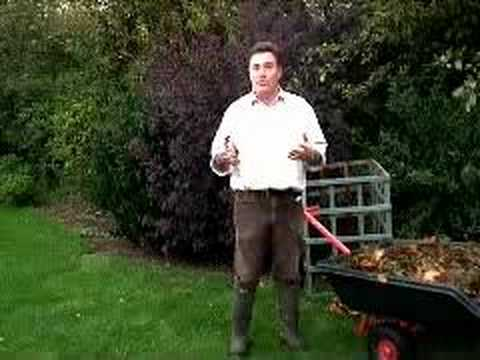 Hoggywart - Martin Fish from Garden News explains the benifits of making leaf mould.