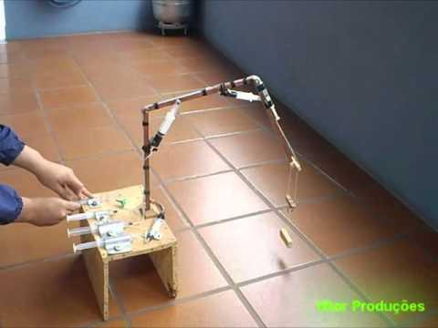 Braço robótico com seringas / Hydraulic arm