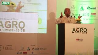 Dr. U.S. Awasthi, MD & CEO, IFFCO giving a talk on DBT of fertilizer @ ET Agro Summit 2015