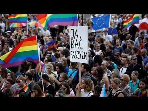 Gay Pride: Γιορτή στο Βερολίνο – Διαμαρτυρία στη Βαρσοβία